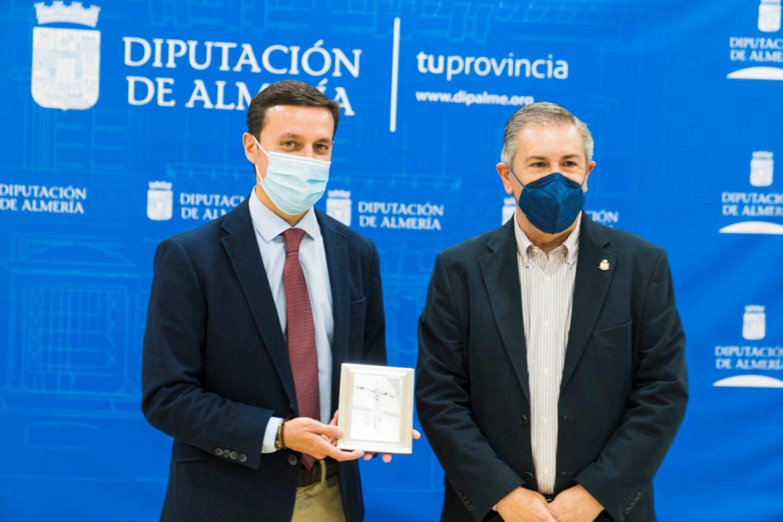 El presidente de la Diputación de Almería recibe a la Hermandad del Cristo de la Luz